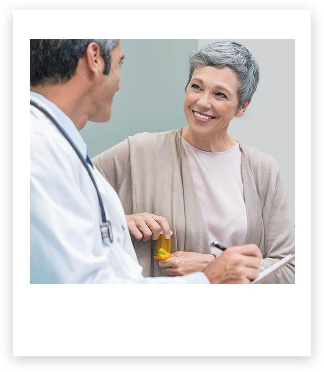 醫生跟病人開心的聊天